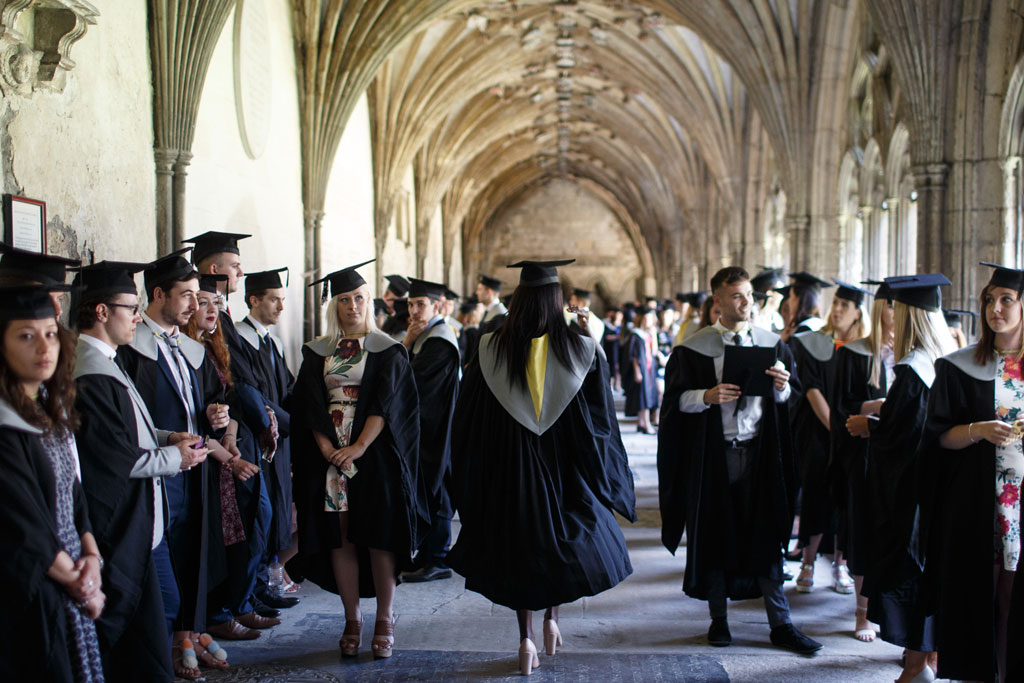 How to apply for undergraduate studies in Commerce and Management in UK